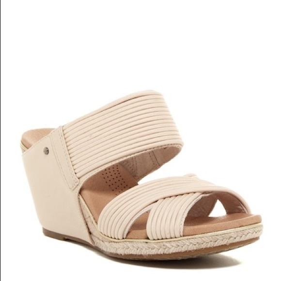 b6d19982fe4 Ugg💕Hilarie Wedge Beige Sandal Strappy 7